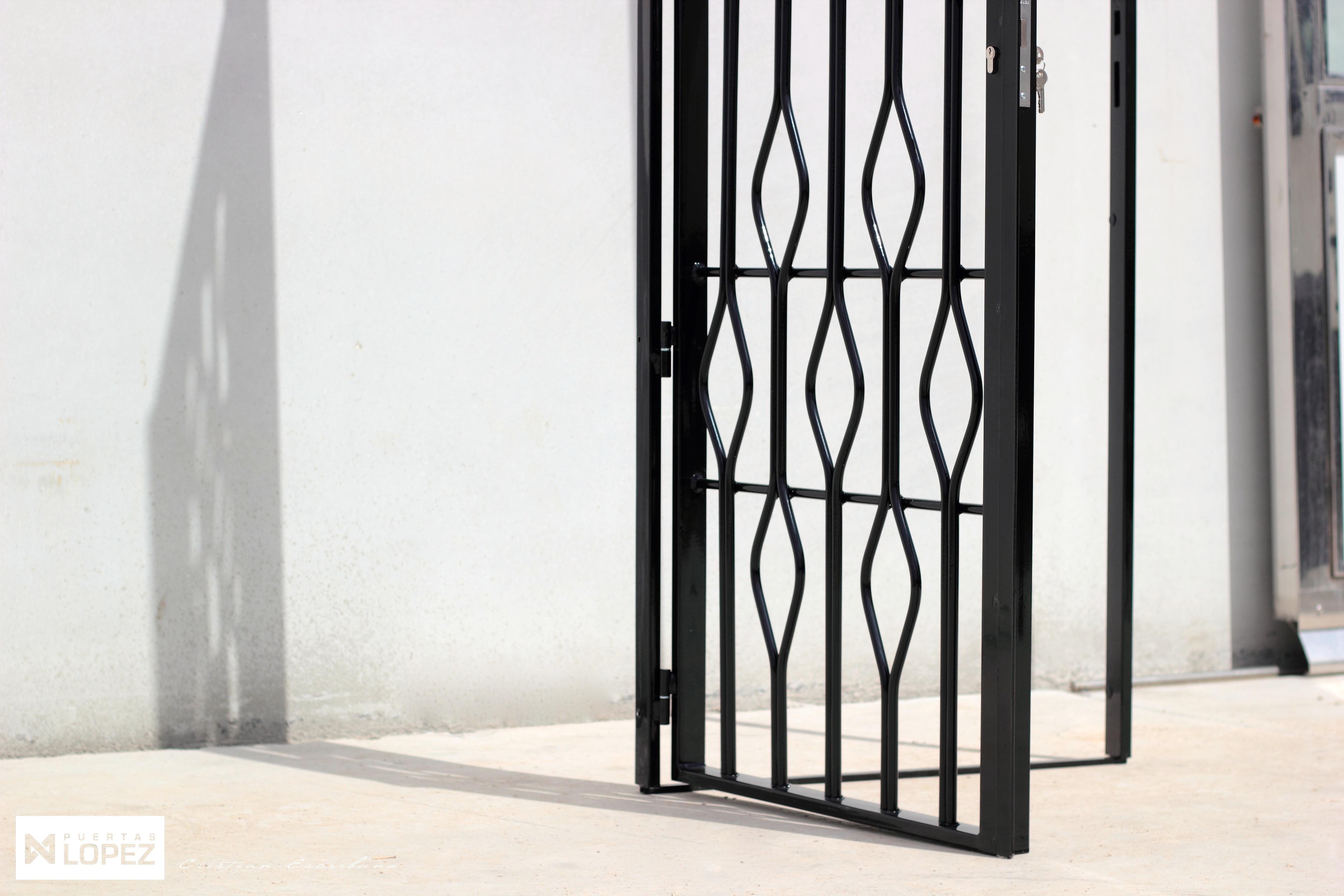 Puertas y rejas metalicas puertas metalicas todo en for Modelos de puertas y precios